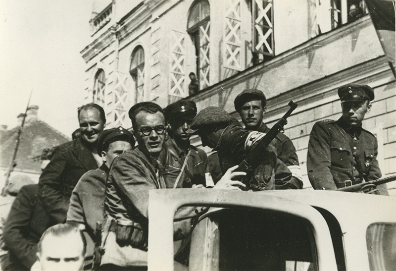 Forest Brothers from southern Pärnu County who arrived in Pärnu on 8 July 1941 with the German advance guard.