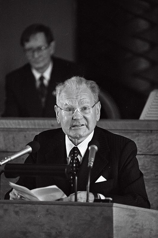 Heinrich Mark giving a speech in the Riigikogu (parliament) in Tallinn, 1992.
