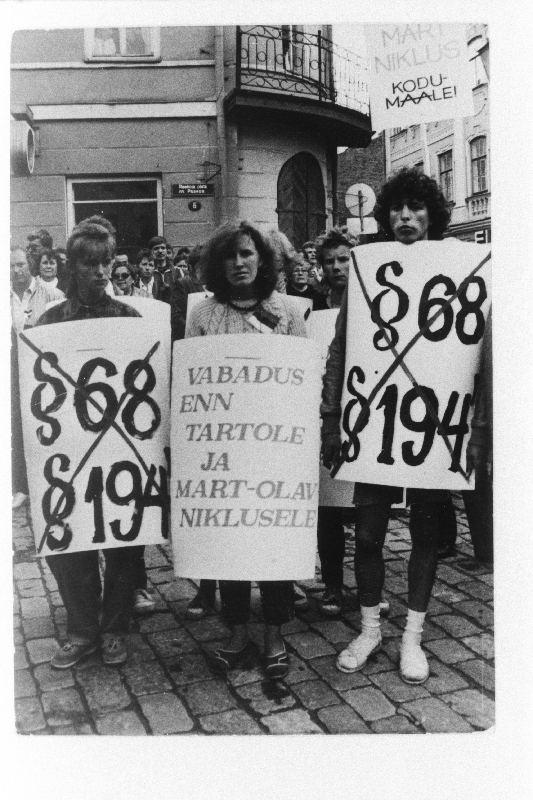 Demonstration for the release of dissidents Enn Tarto and Mart Niklus, arrested for anti-Soviet activities, 1988.