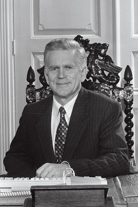 Andres Tarand, Eesti Vabariigi peaminister 1994–1995, üks 40 kirja allakirjutajaist.