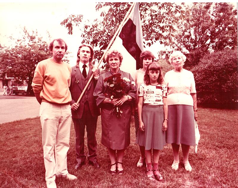 Ajaloolane Indrek Paavle (1970–2015) perega 1988. aastal Tallinna 36. keskkooli lõpetamisel.