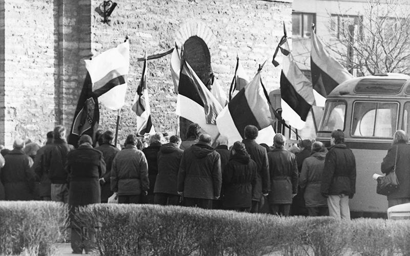 Participants in the funeral service of Erik Udam (1938–1990)